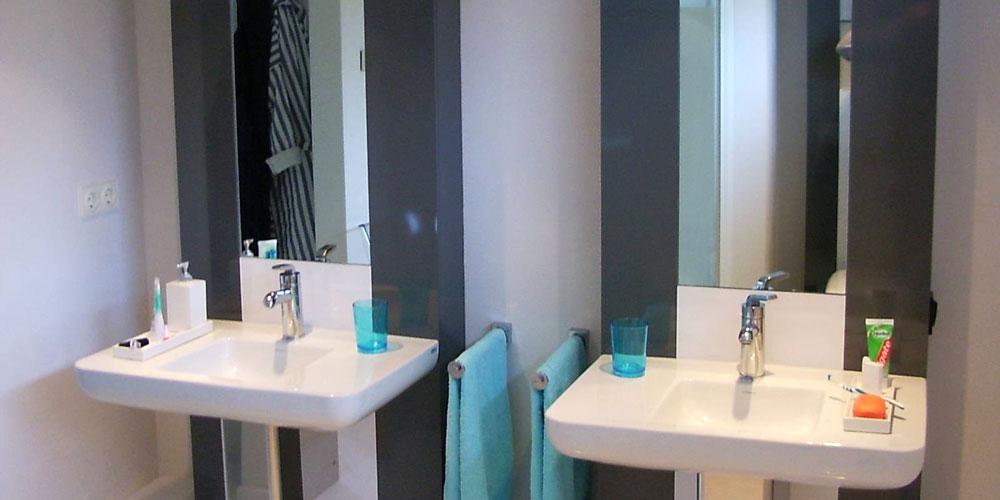 Badkamer wastafelwand